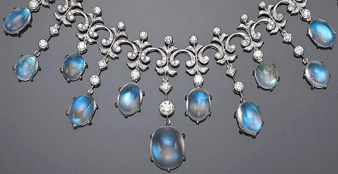 Серебряные бусы с натуральным лунным камнем