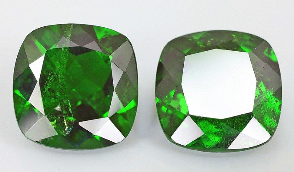 Камень хромдиопсид натуральный