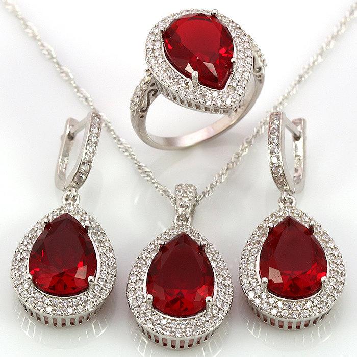 Комплект украшений из серебра с рубином