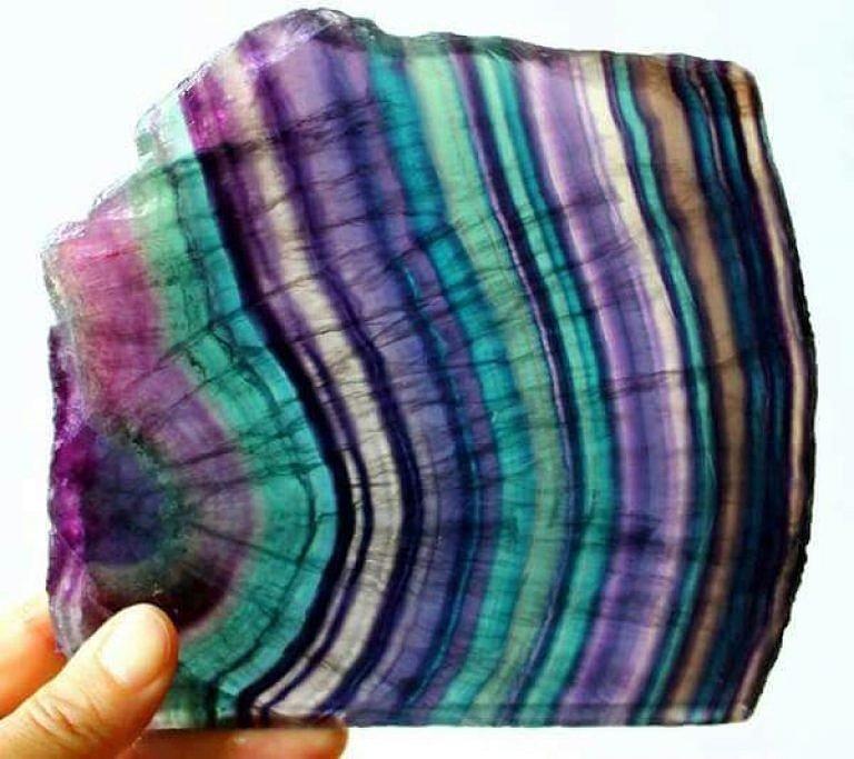 Камень флюорит натуральный
