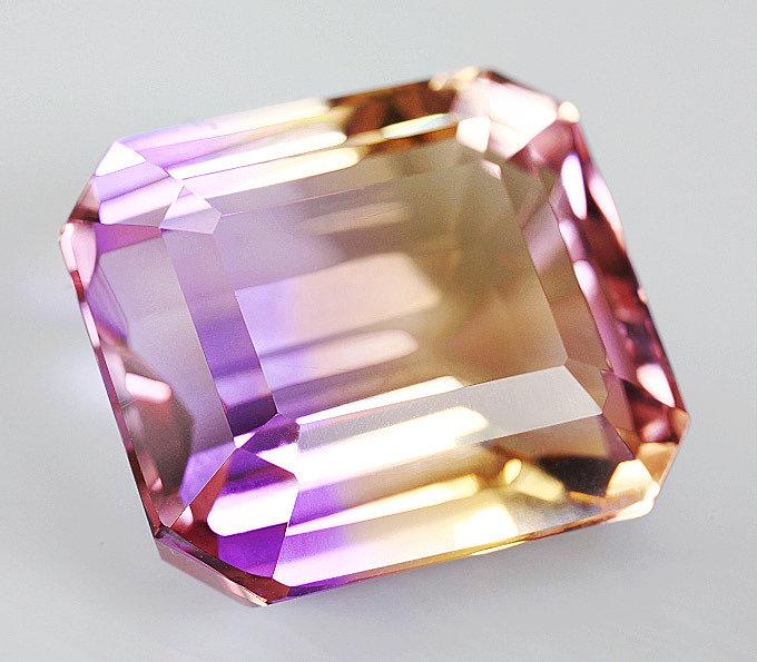 Камень Аметрин натуральный